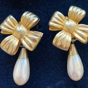ELIZABETH ARDEN Vintage Earrings Haute Couture